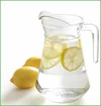Вода с лимоном: 7 полезных свойств