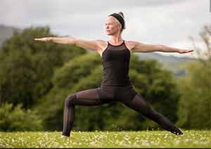 позиция бойца для мышц живота